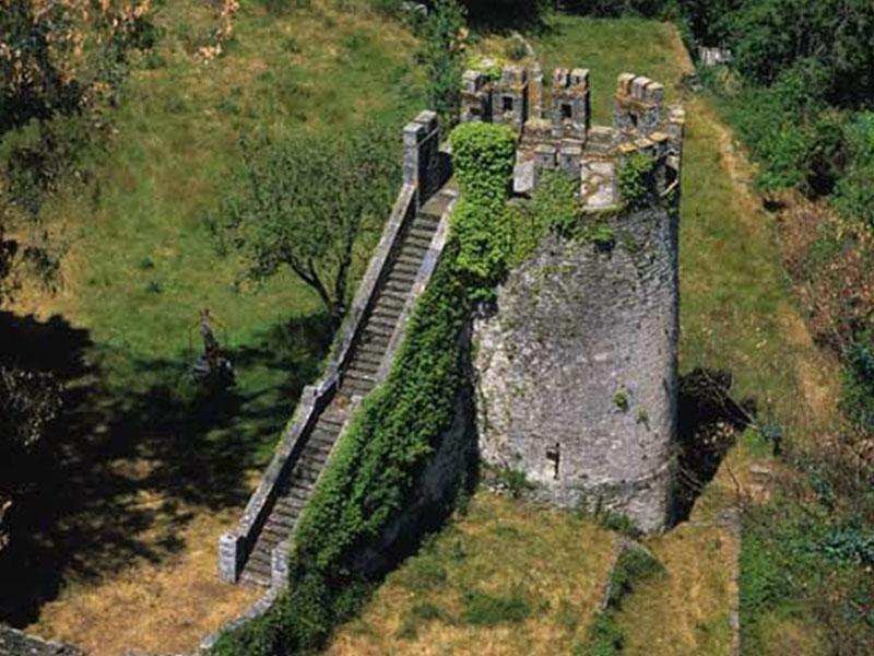 El Castillo Del Batallón | Pensión Casa do Gallo en Sarria